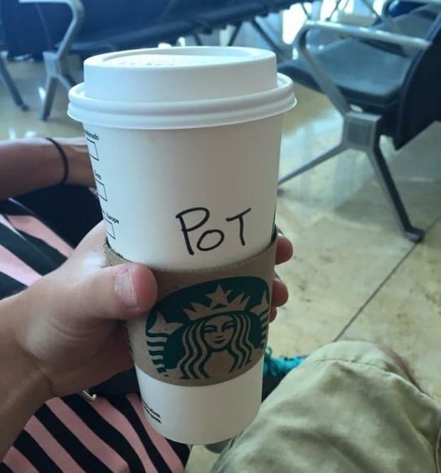Ghi nhầm tên khách là quả báo, đồng trinh, Starbucks gây cười đến mức khách hàng muốn giận cũng giận không nổi - Ảnh 8.