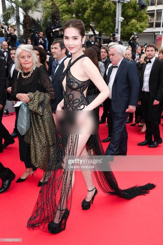 Ngọc Trinh lần đầu đi thảm đỏ Cannes đã gây sốc với trang phục hở hang nhức mắt, khoe thân quá đà - Ảnh 1.