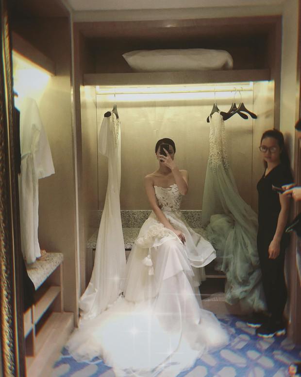 MC Minh Hà bất ngờ khoe ảnh thử váy cưới, dân mạng đồng loạt đồn đoán chuẩn bị lên xe hoa với Chí Nhân - Ảnh 1.