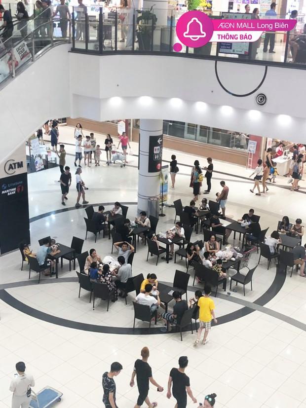 Nhiều người Hà Nội vào nằm ngồi la liệt để tránh nóng, Aeon Mall lập tức bổ sung thêm bàn ghế để phục vụ khách hàng - Ảnh 3.