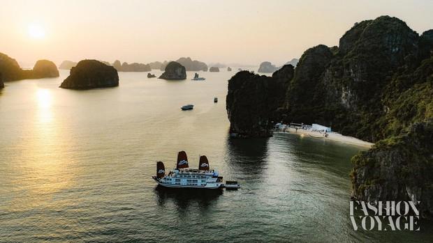 Trình diễn trên đảo hoang sơ, Fashion Voyage có những khoảnh khắc đẹp nín thở, tôn trọn vẹn vẻ đẹp kỳ quan của Vịnh Hạ Long - Ảnh 4.