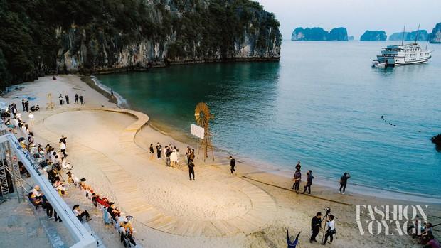 Trình diễn trên đảo hoang sơ, Fashion Voyage có những khoảnh khắc đẹp nín thở, tôn trọn vẹn vẻ đẹp kỳ quan của Vịnh Hạ Long - Ảnh 6.