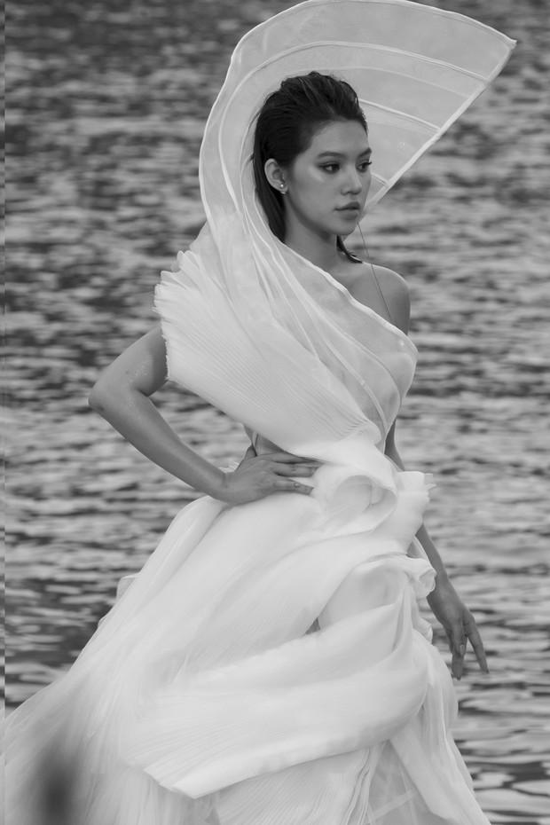 Trình diễn trên đảo hoang sơ, Fashion Voyage có những khoảnh khắc đẹp nín thở, tôn trọn vẹn vẻ đẹp kỳ quan của Vịnh Hạ Long - Ảnh 23.