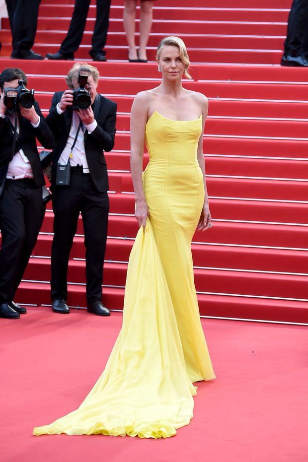 30 màn thả dáng có thần thái đi vào huyền thoại Cannes: Không cần trò vạch, phơi lồng lộn vẫn chiếm trọn spotlight! - Ảnh 19.