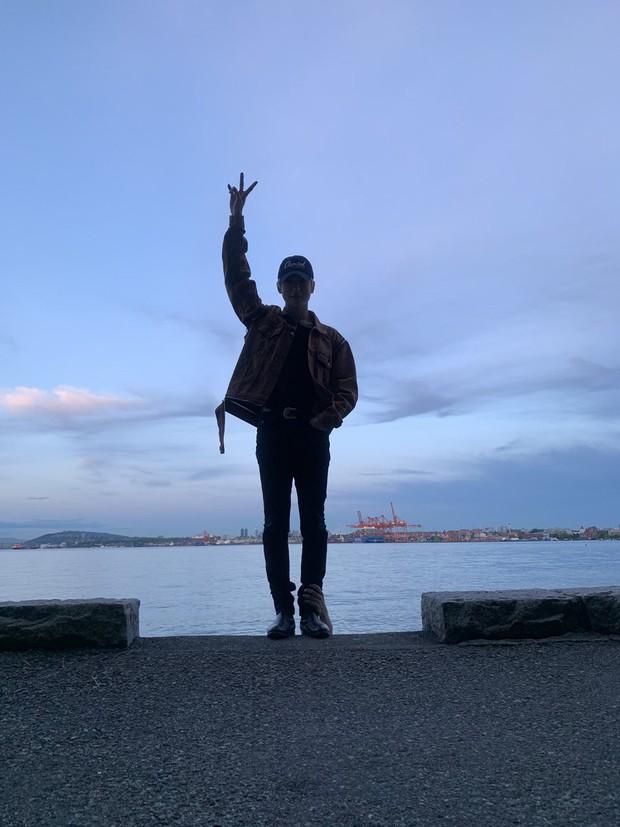 Khoe ảnh du lịch Canada, mỹ nam nhà SM tá hỏa phát hiện bị bàn tay lạ ngoi lên từ biển bám chặt lấy chân - Ảnh 4.