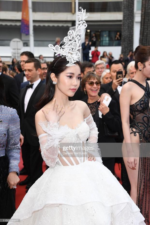 Thêm mỹ nhân Việt xuất hiện tại Cannes: Ăn mặc diêm dúa, cố tình chơi trội, hoá ra là người quen của Ngọc Trinh - Ảnh 4.