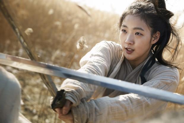 Nàng thơ mới của Lee Min Ho: Đẹp cực lạ, từ kiều nữ phim 18+ thành tình đầu và chuyện hẹn hò tài tử hơn 17 tuổi - Ảnh 10.