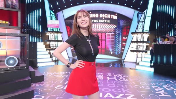 Có một Ngọc Trinh sexy vừa đủ, chẳng cần phô phang khi làm Host show thực tế! - Ảnh 7.