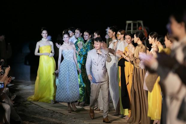 Trình diễn trên đảo hoang sơ, Fashion Voyage có những khoảnh khắc đẹp nín thở, tôn trọn vẹn vẻ đẹp kỳ quan của Vịnh Hạ Long - Ảnh 31.