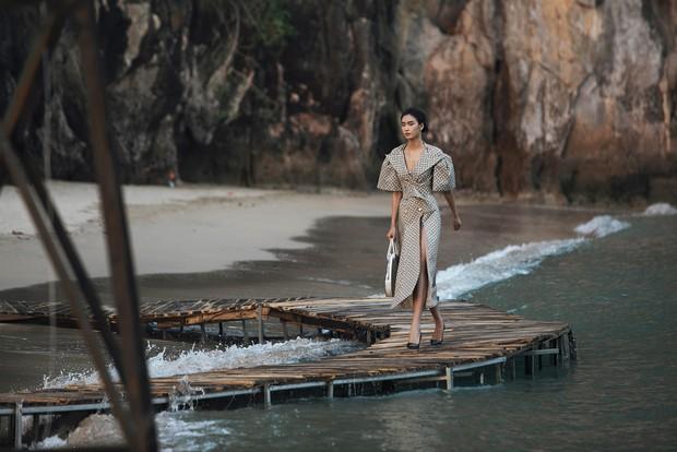 Trình diễn trên đảo hoang sơ, Fashion Voyage có những khoảnh khắc đẹp nín thở, tôn trọn vẹn vẻ đẹp kỳ quan của Vịnh Hạ Long - Ảnh 24.