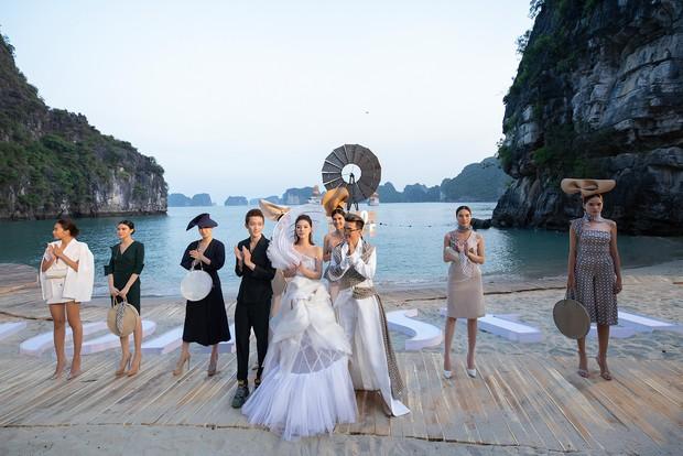 Trình diễn trên đảo hoang sơ, Fashion Voyage có những khoảnh khắc đẹp nín thở, tôn trọn vẹn vẻ đẹp kỳ quan của Vịnh Hạ Long - Ảnh 26.