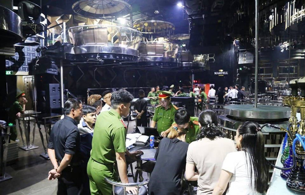 Đột kích vũ trường lớn nhất Đà Nẵng, phát hiện 75 nam nữ phê ma túy - Ảnh 2.