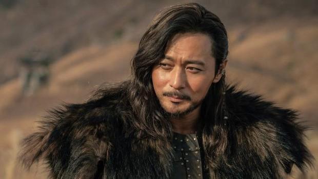 Trình liên tưởng vô cực của netizen:  Từ Song Joong Ki nhìn ra siêu sao vũ trụ HKT này! - Ảnh 22.