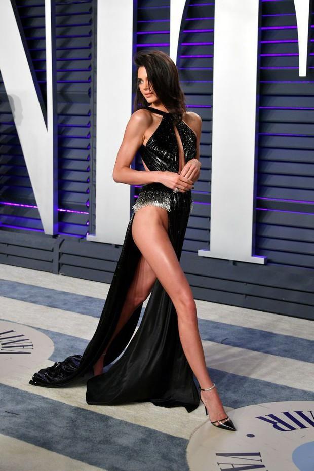 Dậy sóng vì loạt ảnh thảm đỏ giống nhau bất ngờ của Ngọc Trinh và Kendall Jenner: Lấy cảm hứng hay học tập trắng trợn? - Ảnh 2.
