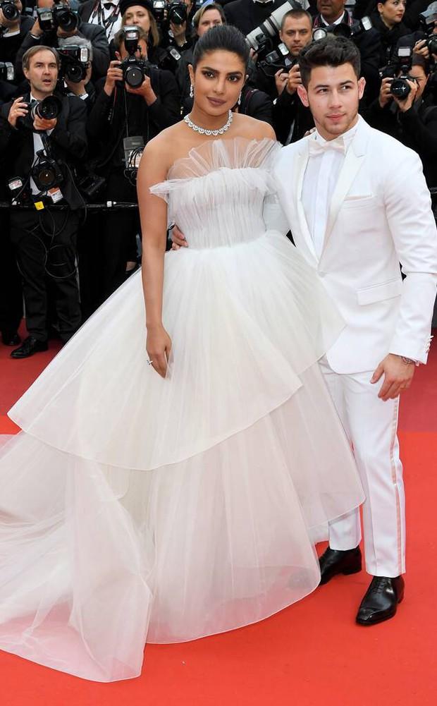 30 màn thả dáng có thần thái đi vào huyền thoại Cannes: Không cần trò vạch, phơi lồng lộn vẫn chiếm trọn spotlight! - Ảnh 29.