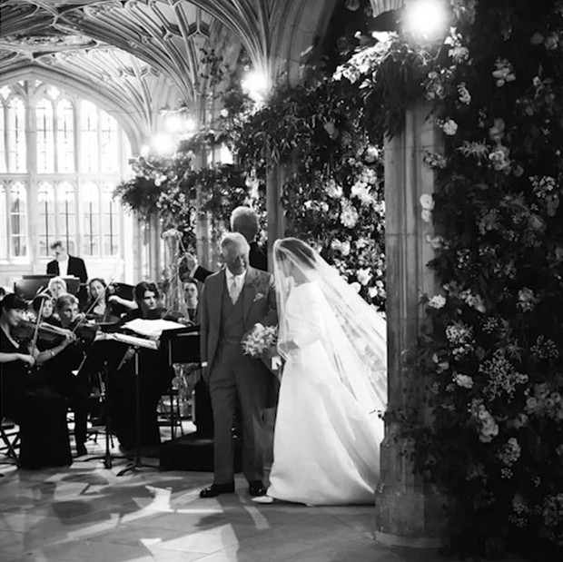 Kỷ niệm 1 năm ngày cưới, vợ chồng Meghan chia sẻ loạt ảnh hậu trường chưa từng công bố trong hôn lễ - Ảnh 5.