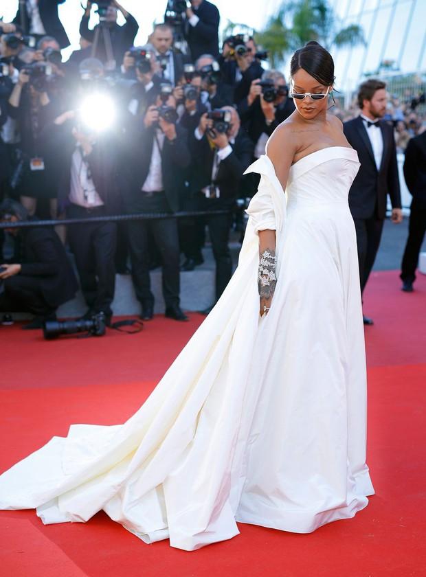 30 màn thả dáng có thần thái đi vào huyền thoại Cannes: Không cần trò vạch, phơi lồng lộn vẫn chiếm trọn spotlight! - Ảnh 25.
