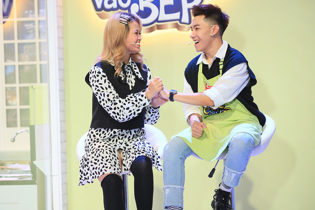 Hari Won bất ngờ khi hot streamer Cris Phan công khai bạn gái trên truyền hình - Ảnh 1.