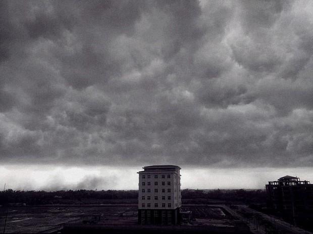 Mây đen cuồn cuộn bao trùm bầu trời Huế, nhiều người liên tưởng như cảnh tượng Thanos ghé thăm - Ảnh 10.