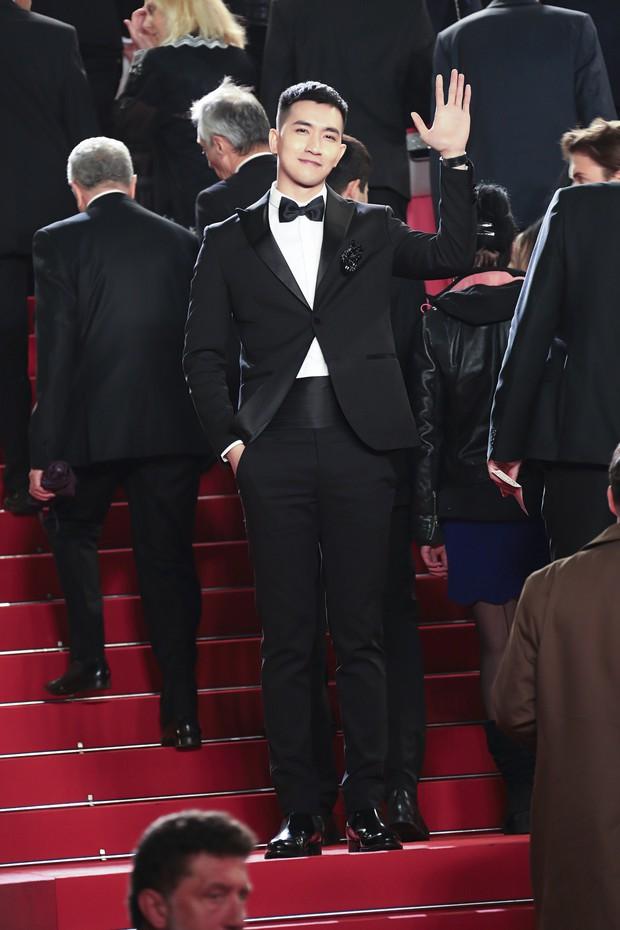 Không chọn ồn ào như Ngọc Trinh, Võ Cảnh lịch lãm xuất hiện trên thảm đỏ Cannes ngày thứ 6 - Ảnh 5.