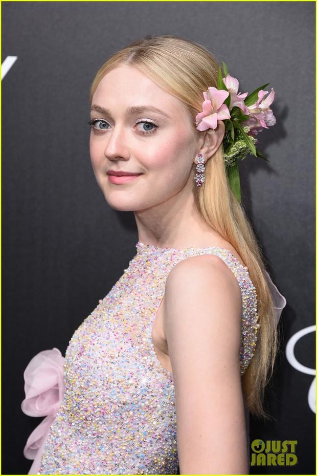 Cặp chị em hot nhất Hollywood đọ sắc tại tiệc Cannes: Cô chị sến sẩm và xuống sắc bao nhiêu, cô em xinh đẹp bấy nhiêu - Ảnh 1.