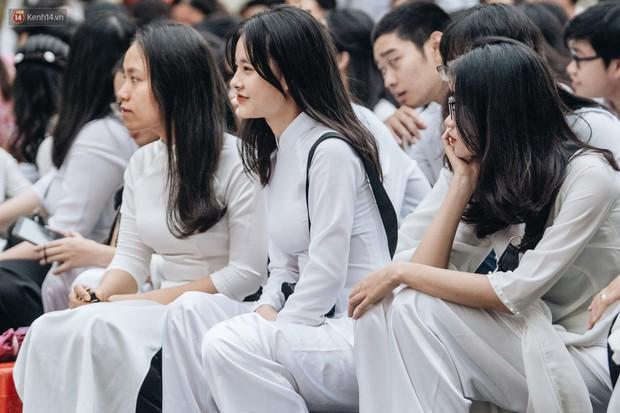 Mặc áo dài trắng đội mưa dự lễ bế giảng, dàn nữ sinh ngôi trường này gây thương nhớ vì quá xinh xắn - Ảnh 6.