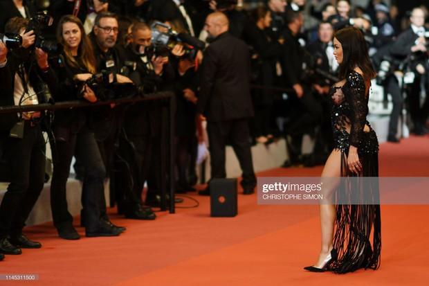 Xuất hiện người đẹp vô danh ăn mặc giống Ngọc Trinh tại Cannes nhưng liệu có đọ được về độ táo bạo, khoe da thịt? - Ảnh 3.