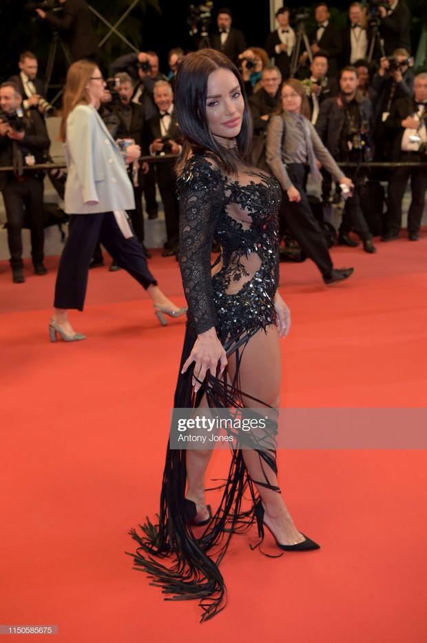 Xuất hiện người đẹp vô danh ăn mặc giống Ngọc Trinh tại Cannes nhưng liệu có đọ được về độ táo bạo, khoe da thịt? - Ảnh 4.