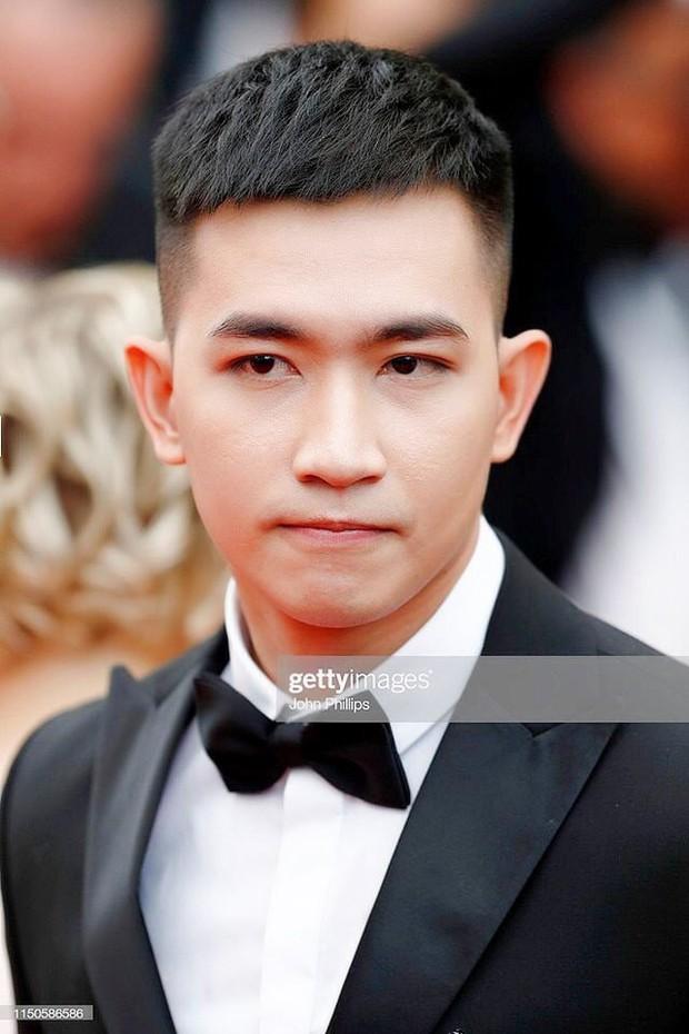 Không chọn ồn ào như Ngọc Trinh, Võ Cảnh lịch lãm xuất hiện trên thảm đỏ Cannes ngày thứ 6 - Ảnh 2.
