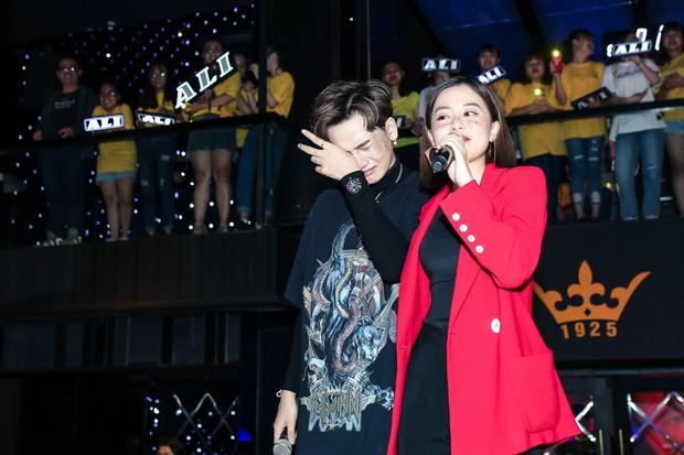 Ali Hoàng Dương bật khóc nghẹn ngào trong buổi ra mắt album mới, song ca đẳng cấp cùng Thu Minh! - Ảnh 5.