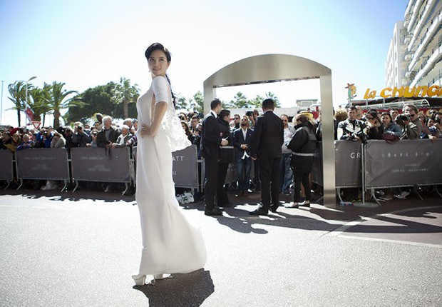 Sao Việt đến Cannes qua các mùa: Người vinh dự có tác phẩm, kẻ tơ hơ không ai biết xuất hiện để làm gì - Ảnh 17.