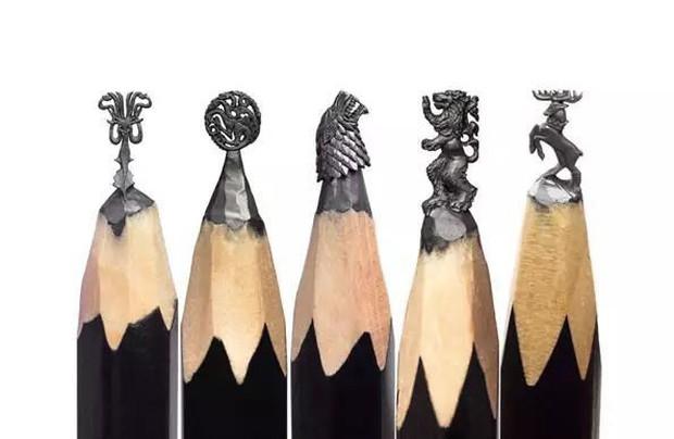 Thanh niên khéo tay ngồi đẽo ngòi bút chì thành bộ gia huy Game of Thrones siêu nhỏ - Ảnh 1.
