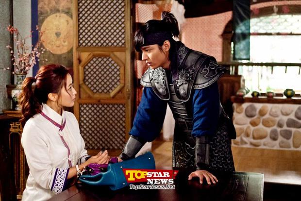 Phải chăng hội tình cũ của Lee Min Ho quá xịn, nàng thơ Kim Go Eun mới bị ném đá không tiếc lời? - Ảnh 16.