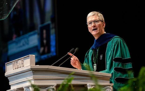 Thông điệp gửi tới lớp trẻ ra trường từ CEO Apple: Thế hệ tôi đã thất bại đau đớn, xin các bạn đừng mắc sai lầm - Ảnh 1.