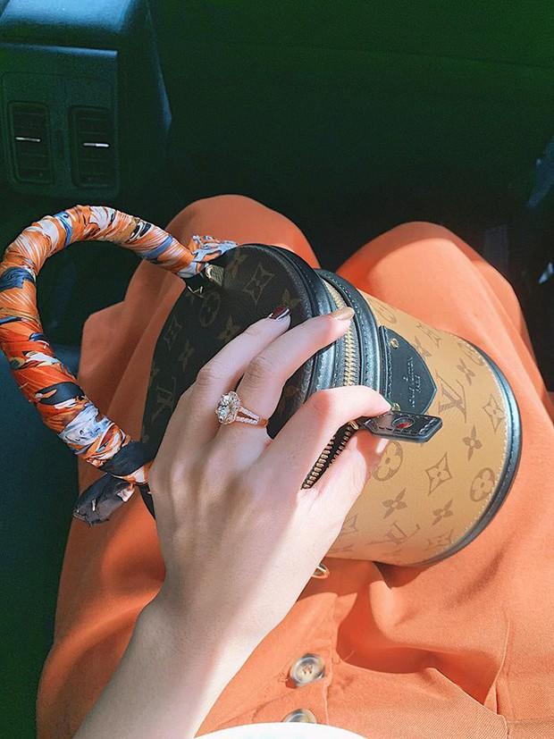 Cận cảnh chiếc túi cặp lồng nghìn đô mà Midu mới sắm, lại càng choáng hơn nữa khi nhìn BST túi mà cô sở hữu - Ảnh 8.