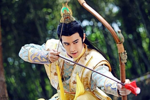 Điển trai trên màn ảnh là vậy, Lý Trị Đình vẫn bị netizen Trung than phiền 1 chi tiết ngoại hình trớ trêu không ai ngờ  - Ảnh 2.