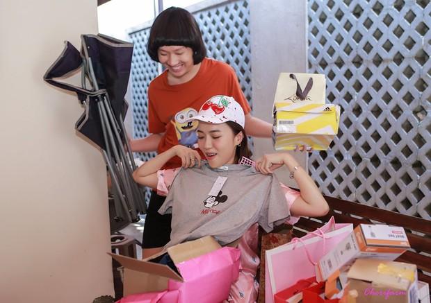 Diệu Nhi bất ngờ được fan tổ chức sinh nhật lúc đang ngủ để lộ mặt mộc và loạt biểu cảm vô cùng hài hước - Ảnh 8.