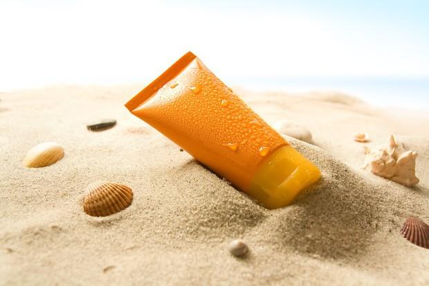 Mua kem chống nắng trong mùa hè nhớ cẩn thận kẻo rước phải loại rởm với hàng tá thứ bệnh - Ảnh 2.