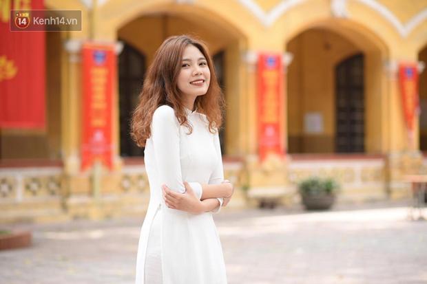 Đặc sản mùa bế giảng: Con gái Hà Nội chỉ cần diện áo dài trắng thôi là xinh hết phần người khác rồi! - Ảnh 13.