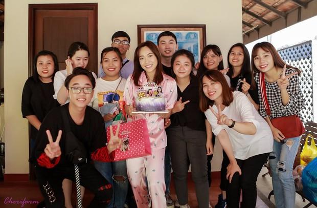 Diệu Nhi bất ngờ được fan tổ chức sinh nhật lúc đang ngủ để lộ mặt mộc và loạt biểu cảm vô cùng hài hước - Ảnh 9.