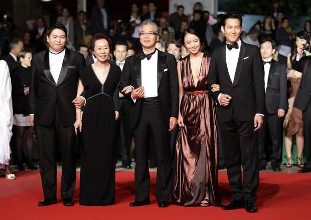 Nữ minh tinh xứ Hàn lên thảm đỏ Cannes: Jeon Ji Hyun và mẹ Kim Tan gây choáng ngợp, nhưng sao nhí này mới đáng nể - Ảnh 10.