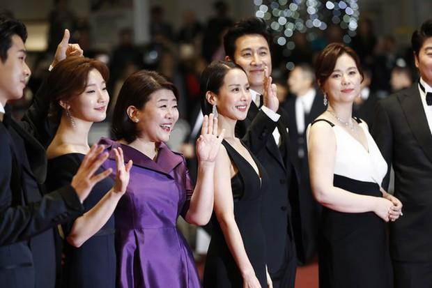 Nữ minh tinh xứ Hàn lên thảm đỏ Cannes: Jeon Ji Hyun và mẹ Kim Tan gây choáng ngợp, nhưng sao nhí này mới đáng nể - Ảnh 13.