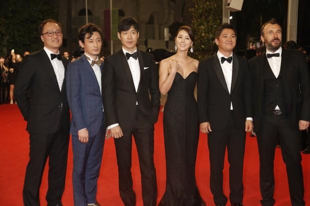 Nữ minh tinh xứ Hàn lên thảm đỏ Cannes: Jeon Ji Hyun và mẹ Kim Tan gây choáng ngợp, nhưng sao nhí này mới đáng nể - Ảnh 5.