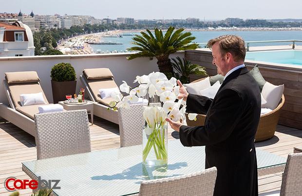 Khách sạn tổ chức sự kiện mở màn LHP Cannes: Phục vụ 2 tấn tôm hùm, 350 kg gan ngỗng, 50 kg trứng cá muối, 18.000 chai rượu vang... - Ảnh 2.