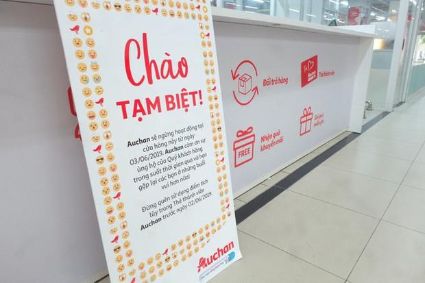 Sốc với cảnh tượng còn sót lại sau khi người dân săn đồ giảm giá nhân dịp chuỗi siêu thị Auchan rời Việt Nam - Ảnh 1.