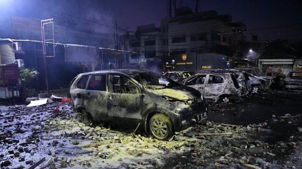 Biểu tình bạo lực tại Jakarta khiến hơn 200 người thương vong - Ảnh 2.