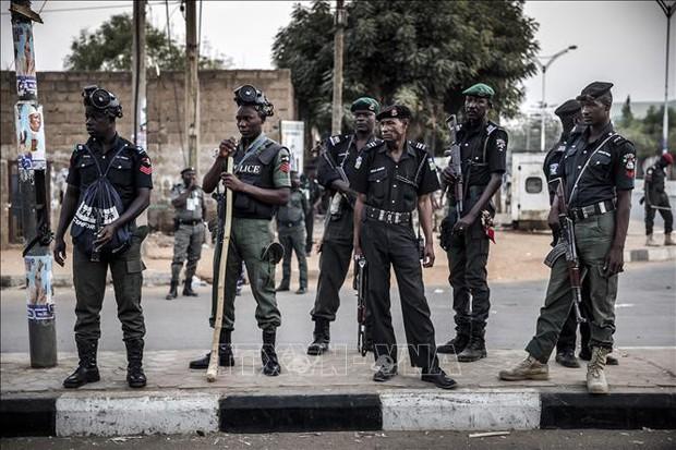 Toán cướp đi xe máy và xả súng vào một ngôi làng, 18 người thiệt mạng - Ảnh 1.