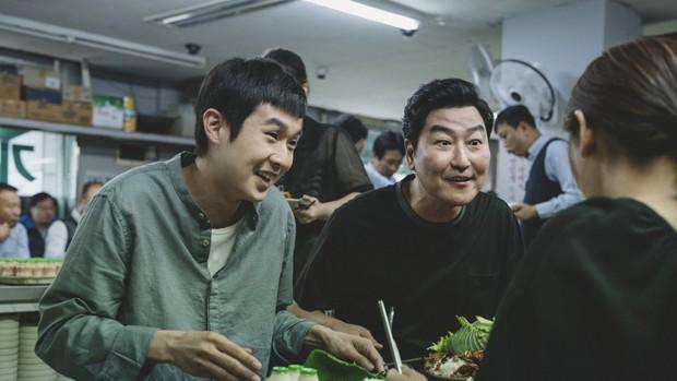 Parasite: Phim kí sinh trùng xứ Hàn nhận được phản ứng bùng nổ tại LHP Cannes 2019 - Ảnh 8.