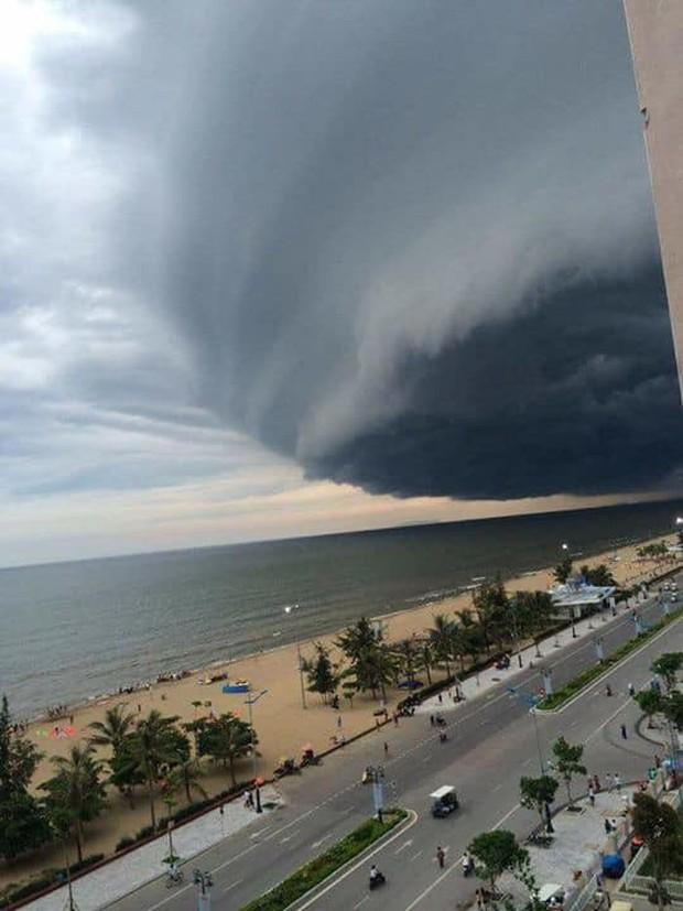 Sự thật đằng sau đám mây khổng lồ với hình thù kỳ lạ ở Huế đang khiến cộng đồng mạng sửng sốt - Ảnh 3.