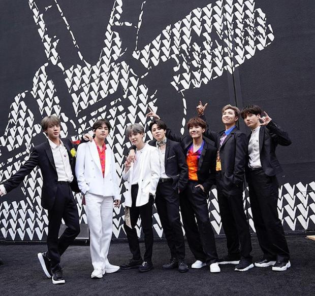 Đem hit khủng đến The Voice Mỹ, BTS bỗng bị biến thành V và những người bạn? - Ảnh 2.